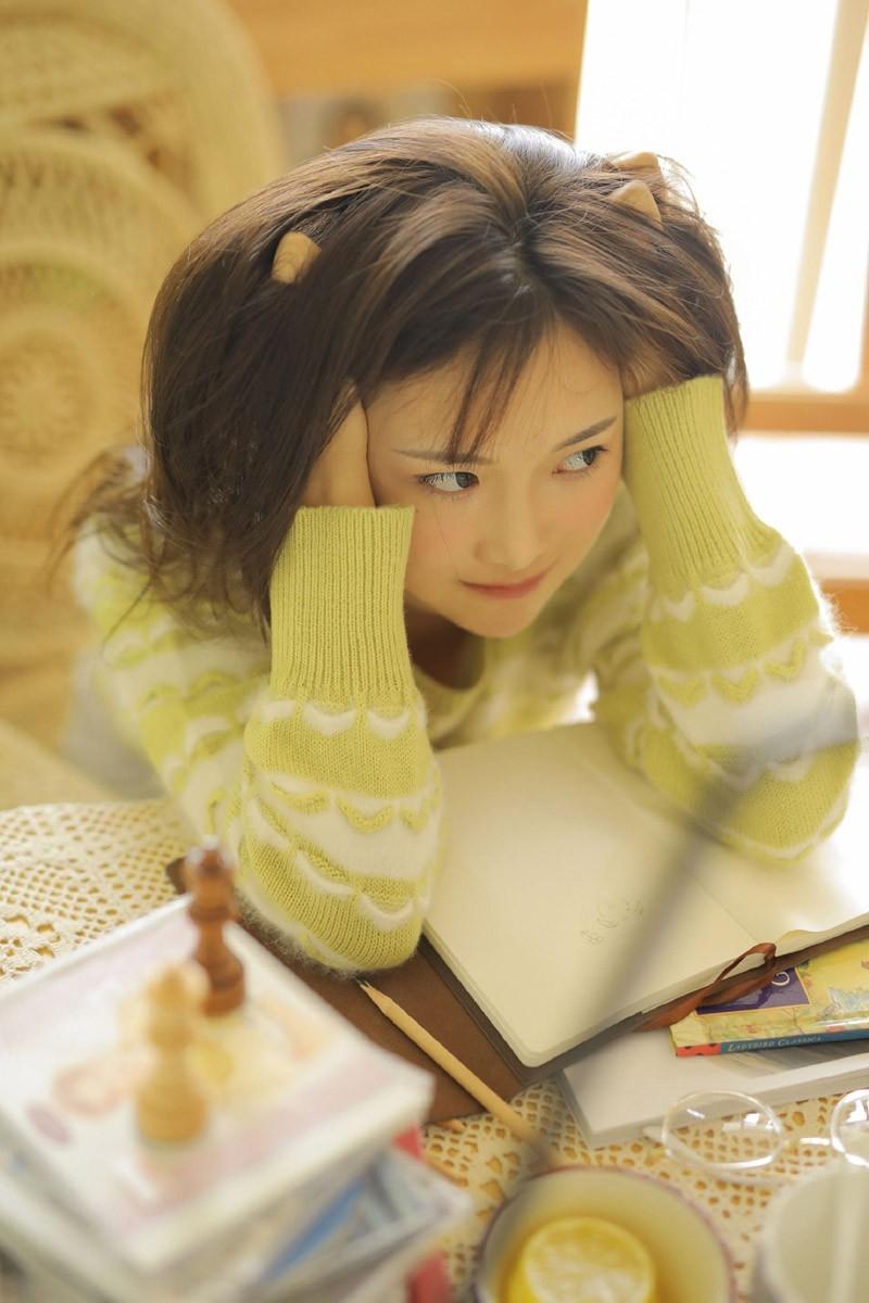 冬日少女性感保暖丝袜性感长腿文艺写真图片