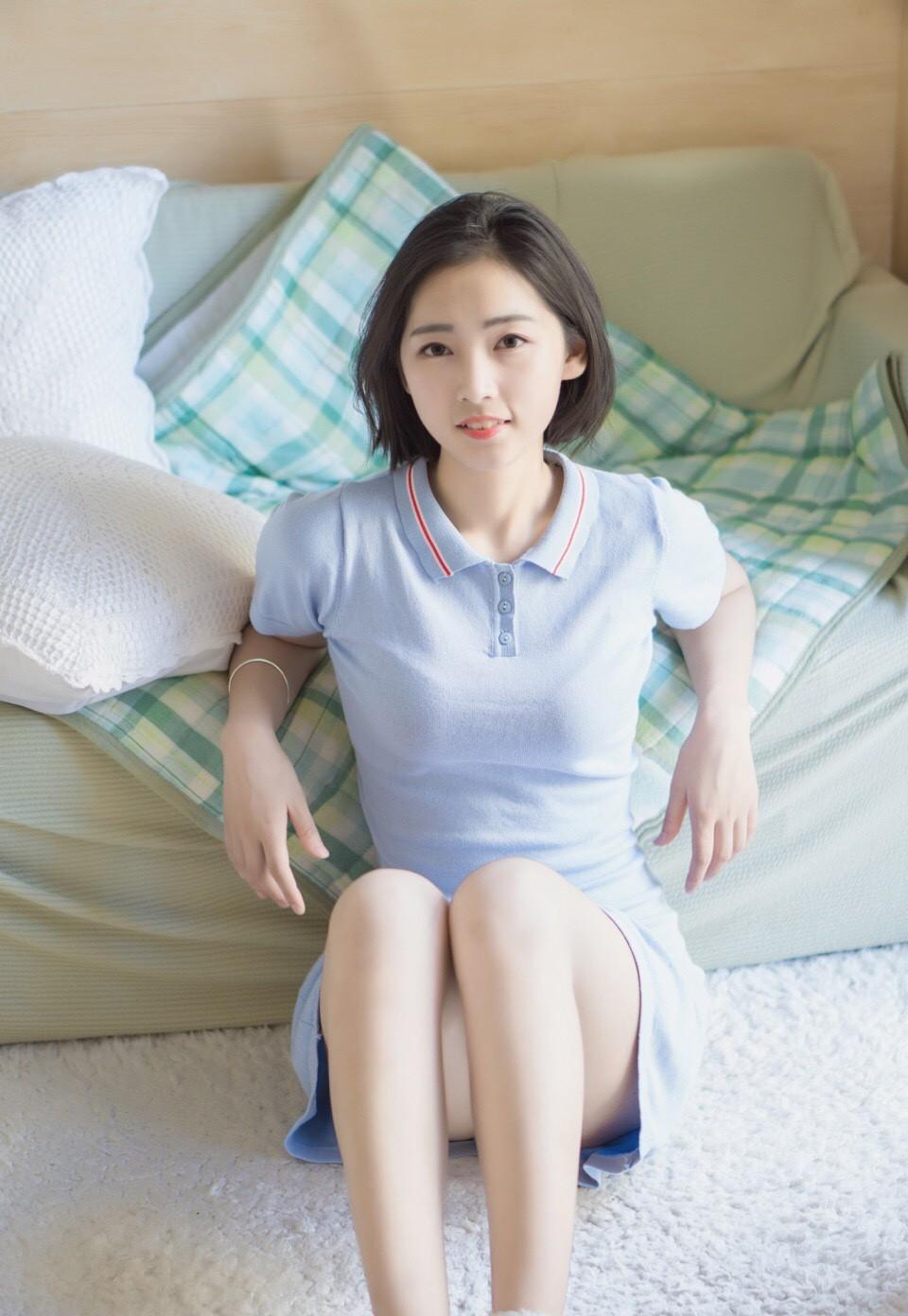 短发polo衫少女白嫩真空性感美足写真